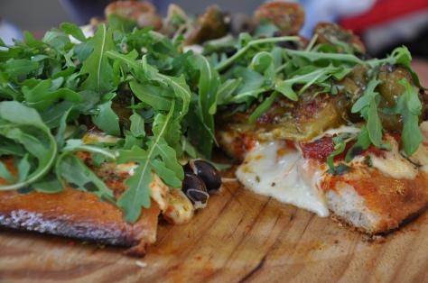 Pizza argentina carregada no queijo