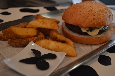 Hamburguer com alho negro japonês