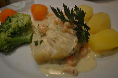 Bacalhau com salsa de nata e camarão