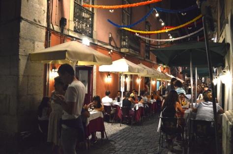 A varanda do restaurante, na Travessa do Poço da Cidade.