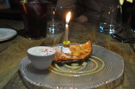 Fried Apple Pie con crema inglesa