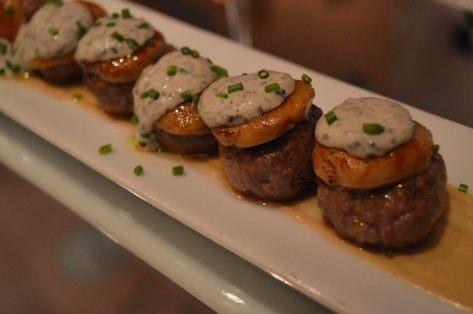 Bombón de carne, foie gras y puré de trufa