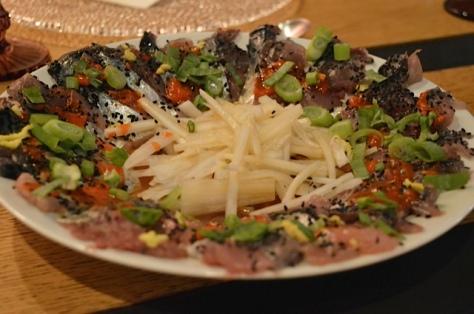 Usuzukuri de caballa con ponzu de tamarindo