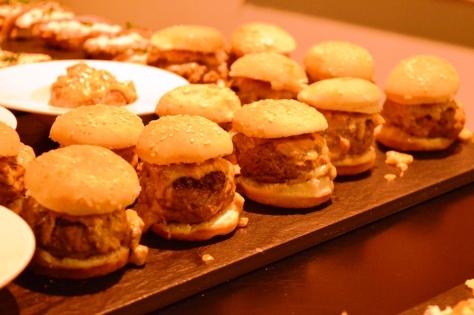Hamburguesa con corazón de foie y salsa de boletus