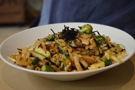 Wok de verduras e pasta de quinoa e arroz
