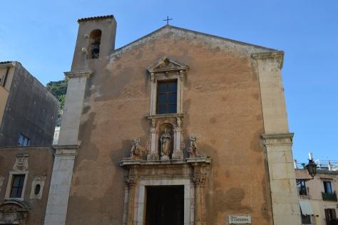 Uma das muitas igrejas de Taormina