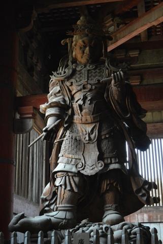 Samurai dentro do Daibutsu-den