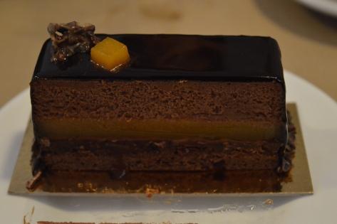 Torta de chocolate amargo com maracujá