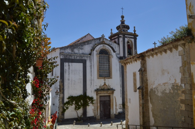 Visitando Óbidos: a pequena vila amuralhada a uma hora de Lisboa