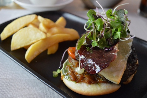 Hambúrguer com queijo idiazábal