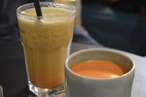 Suco de pepino, morango e maça e Gazpacho