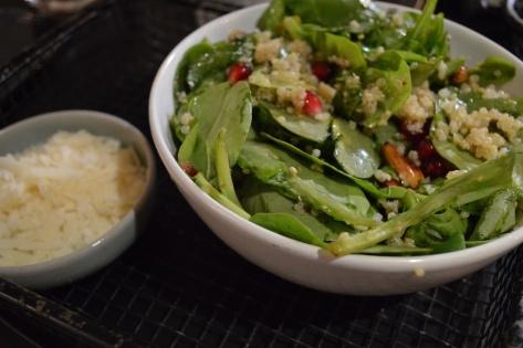 Salada de espinafre e quinoa