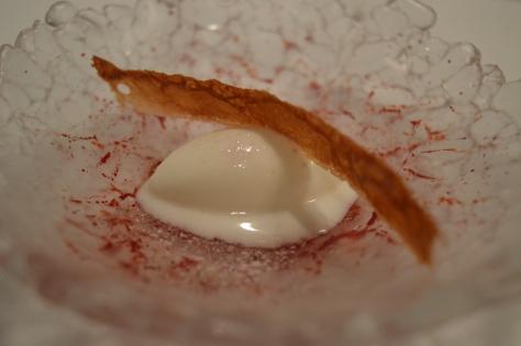 Crocante de doce de leite com sorvete de limão