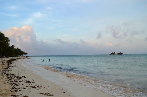 Fim de tarde na praia do hotel
